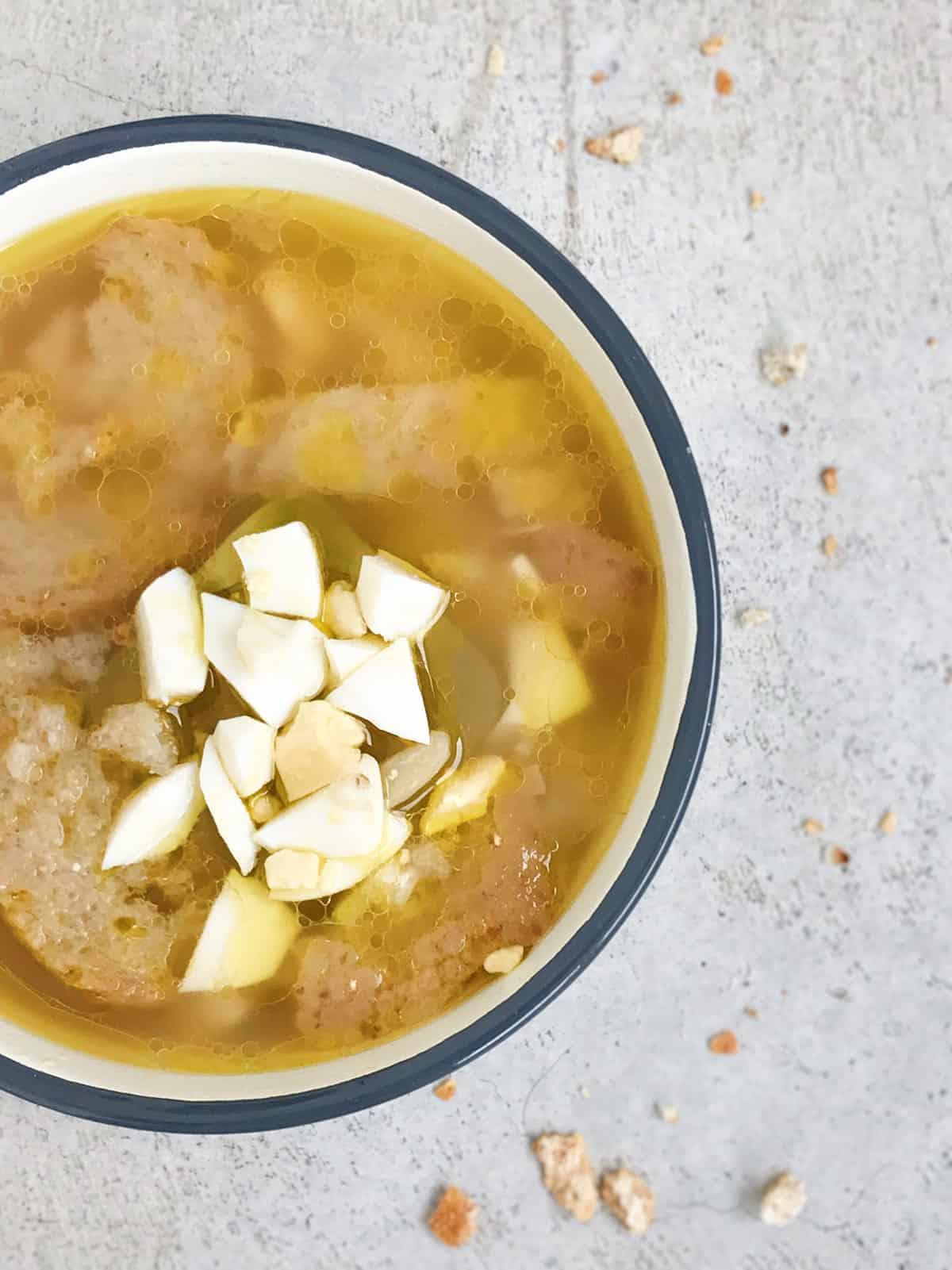 receta-sopa-de-ajo