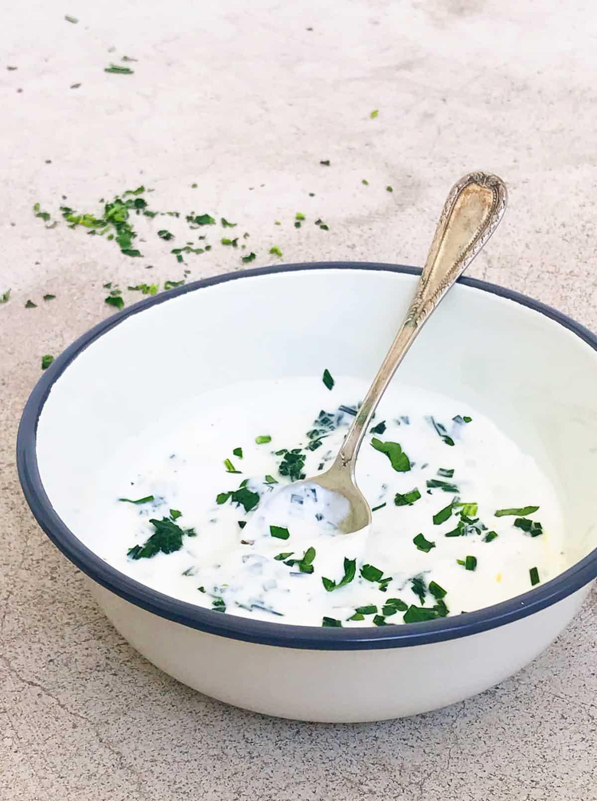 Receta de salsa de yogur y cebollino