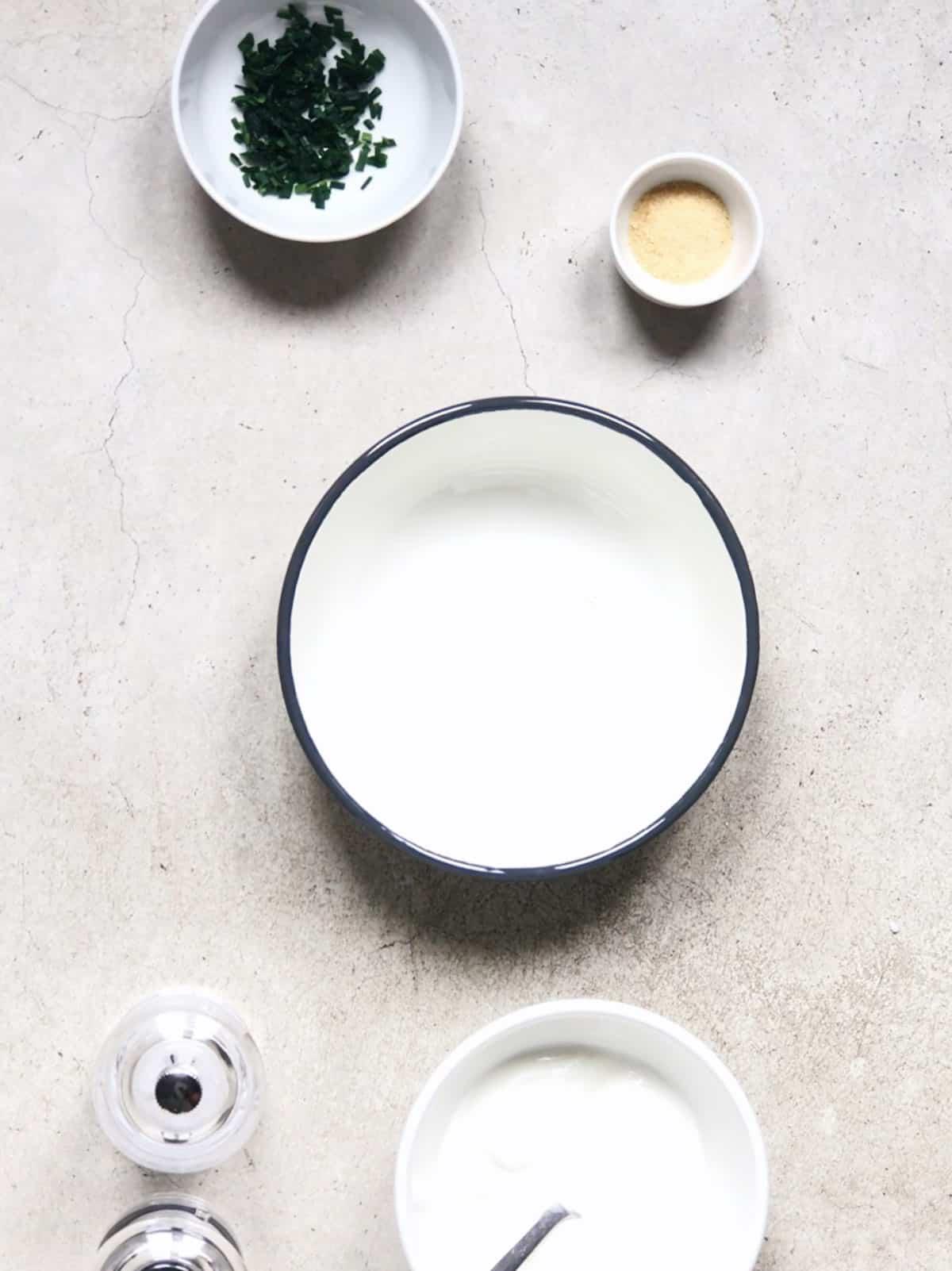 ¿Cómo hacer salsa de yogur natural?