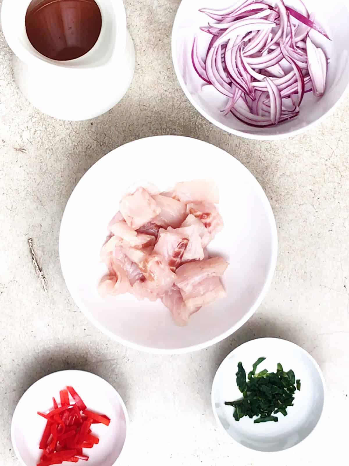 ¿Qué contiene el ceviche de pescado?