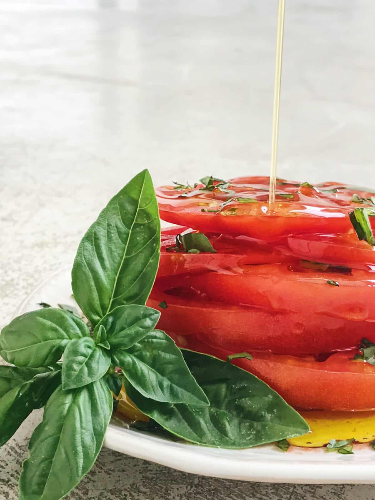 Receta de tomates y albahaca