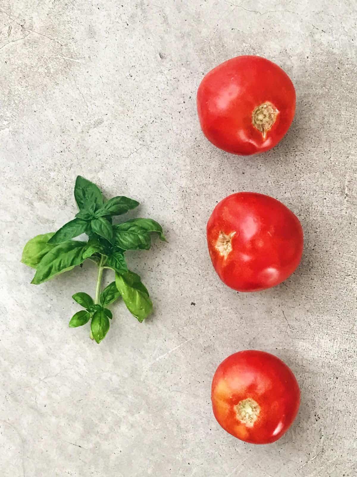 Ensalada de tomate solo