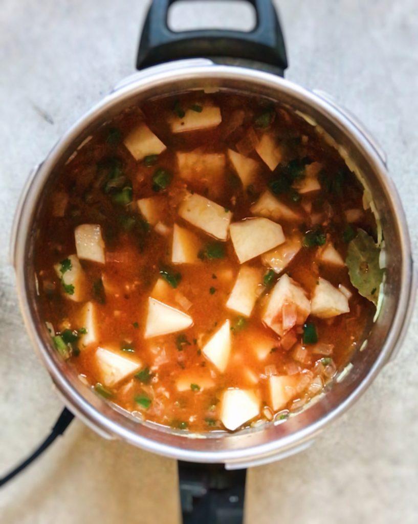 Cómo hacer salmón guisado con patatas