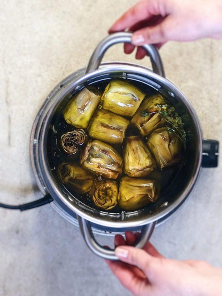Cómo hacer alcachofas confitadas
