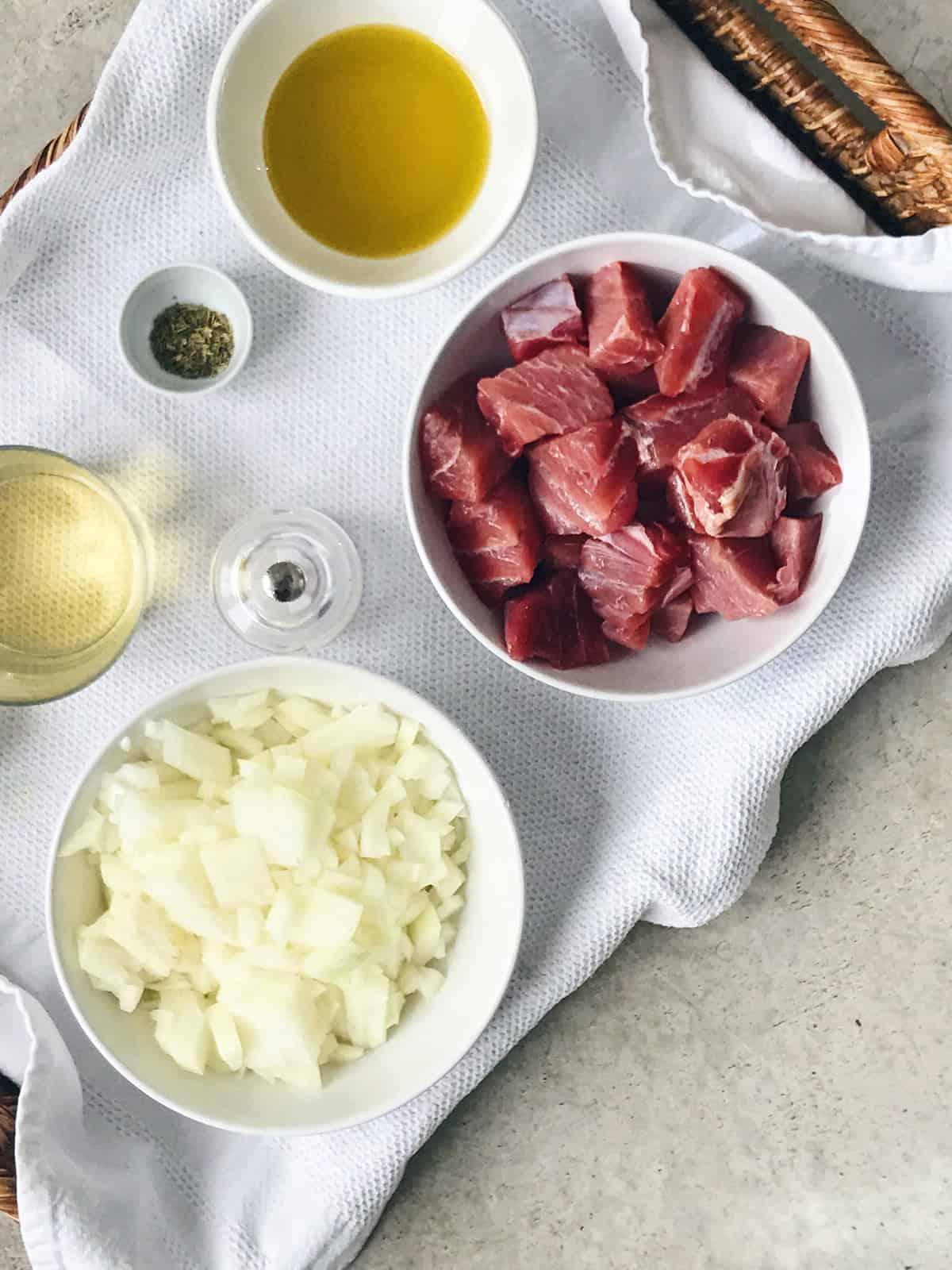 Ingredientes de ventresca con cebolla