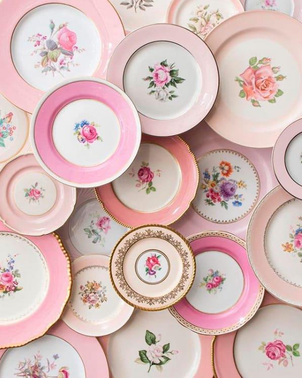 Platos rosas casa de perrin