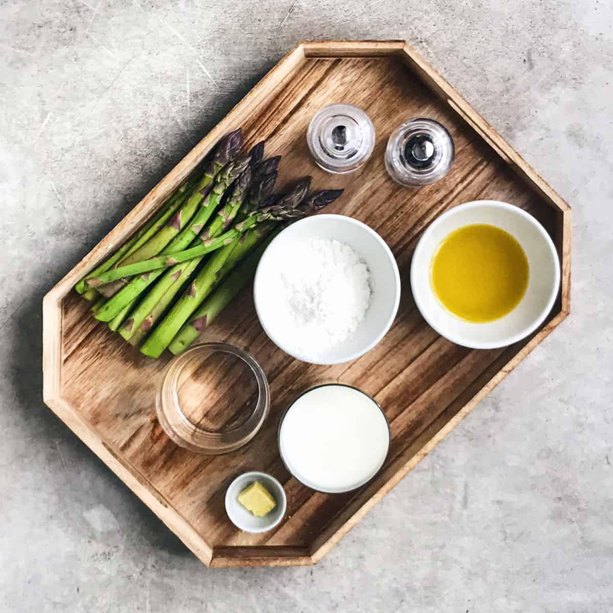Ingredientes para la crema de espárragos verdes