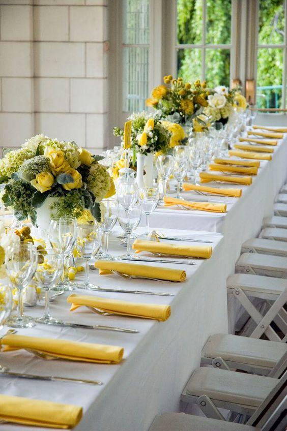 Decoración de mesas para cenas en verde y amarillo