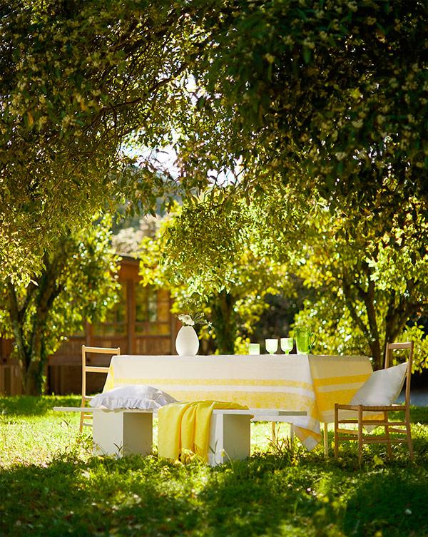 Mesa amarilla y verde