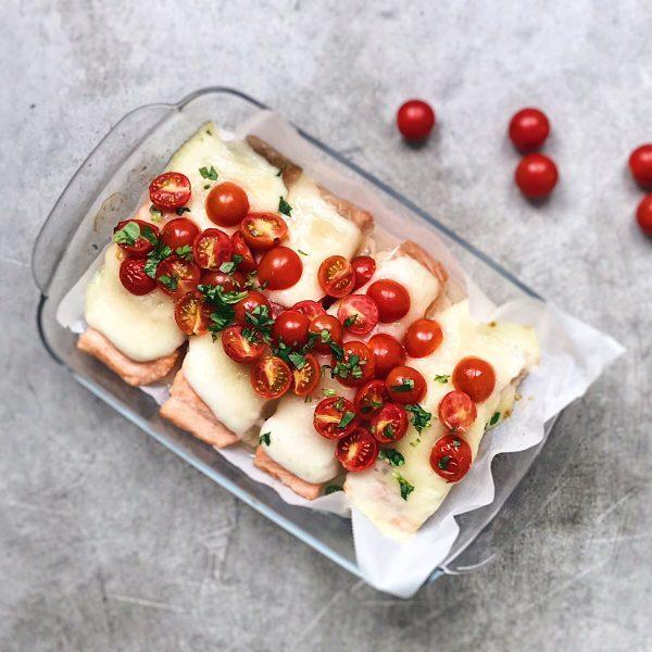 Receta de salmón queso y tomates.