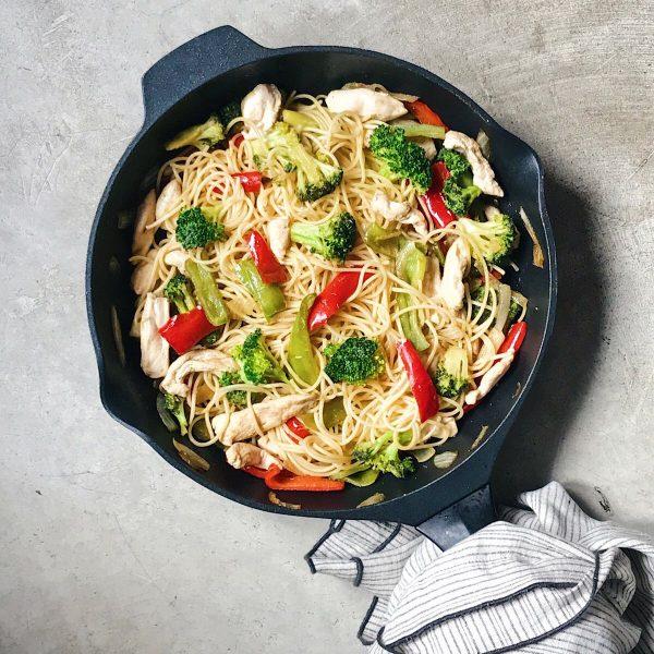 receta de espaguetis con pollo y pimientos