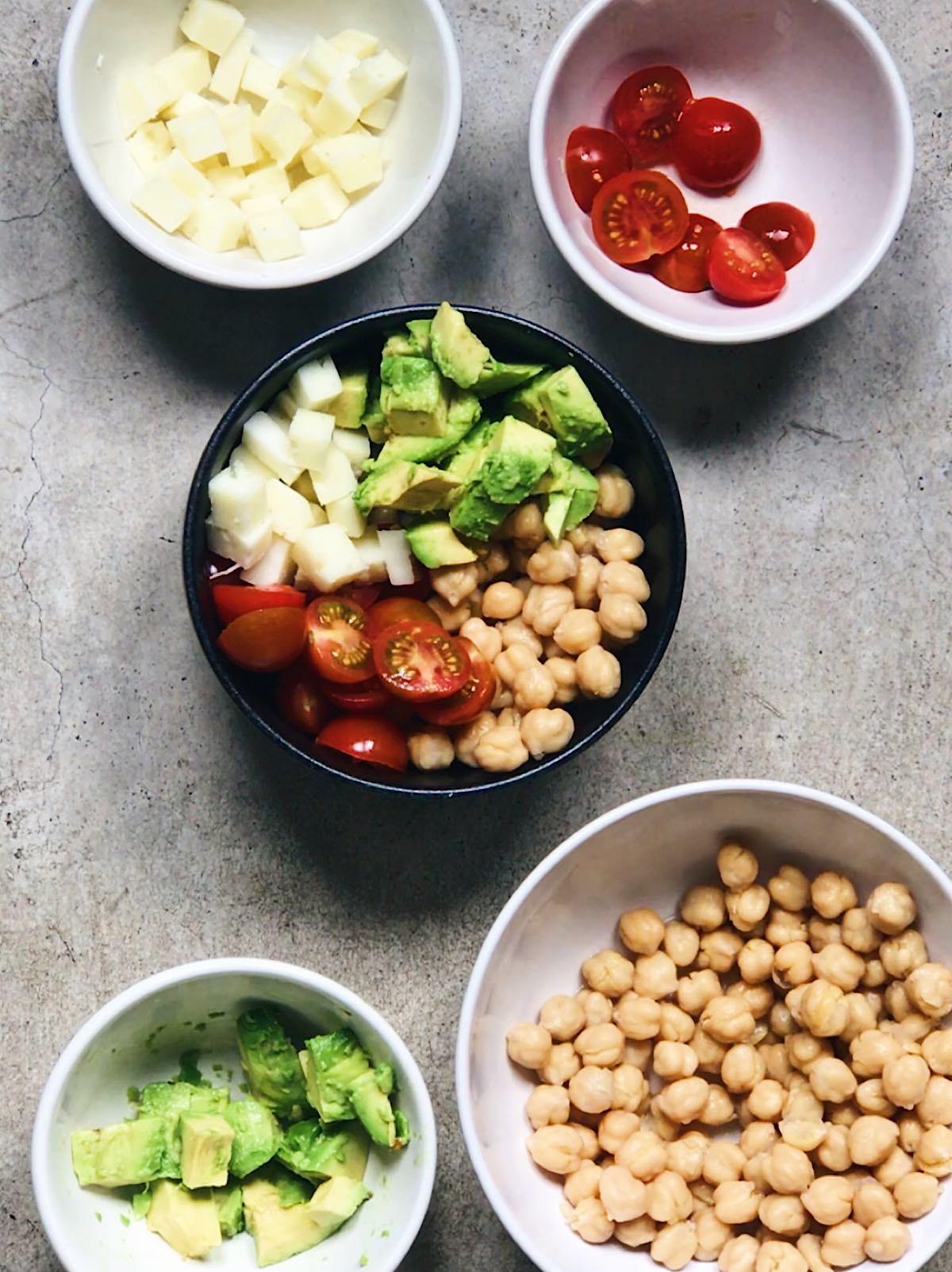 Receta de ensalada de garbanzos con aguacate