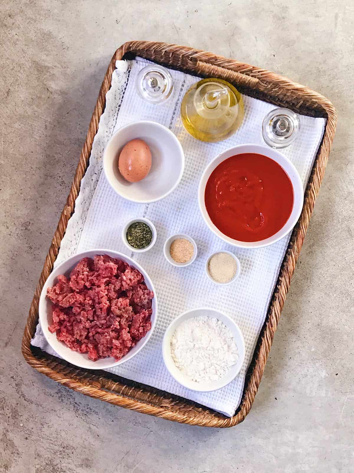 Ingredientes de albondigas con tomate