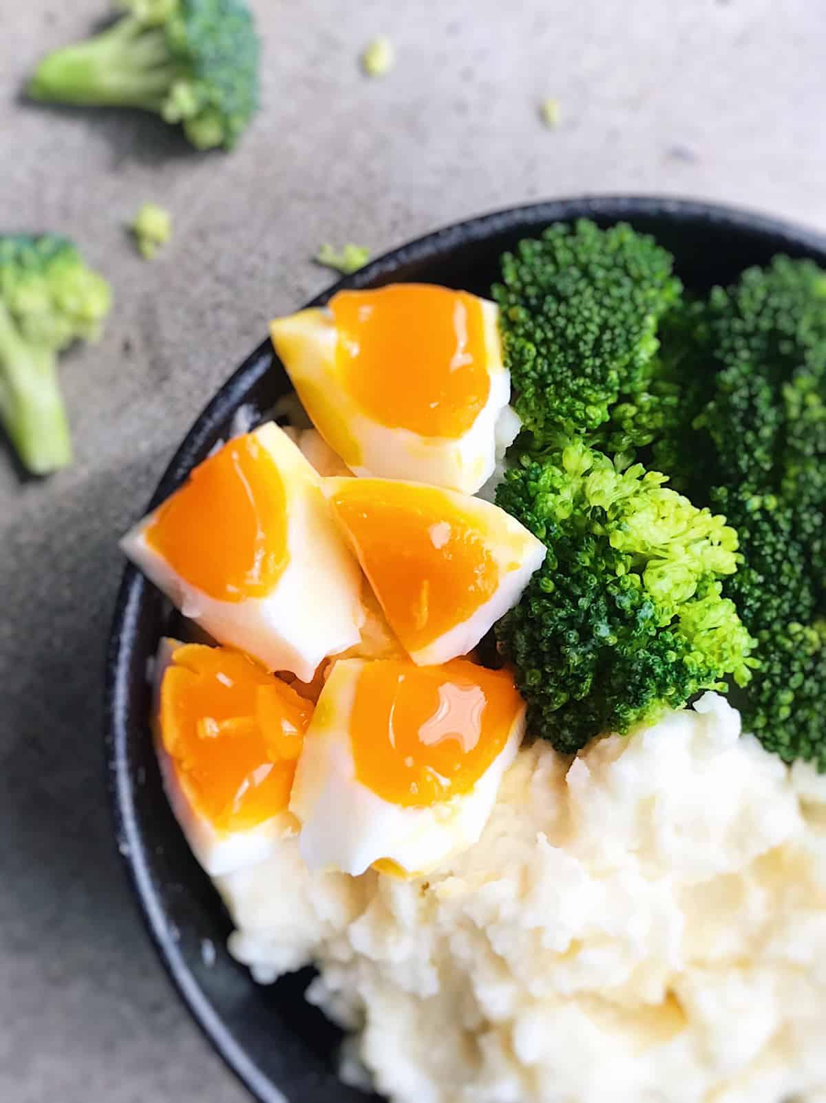 Brocoli pure de patatas y huevo cocido