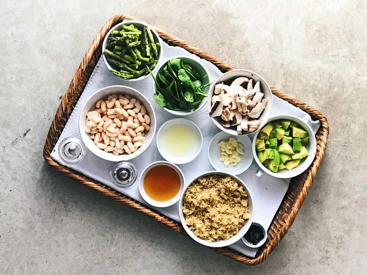 ingredientes de alubias con quinoa