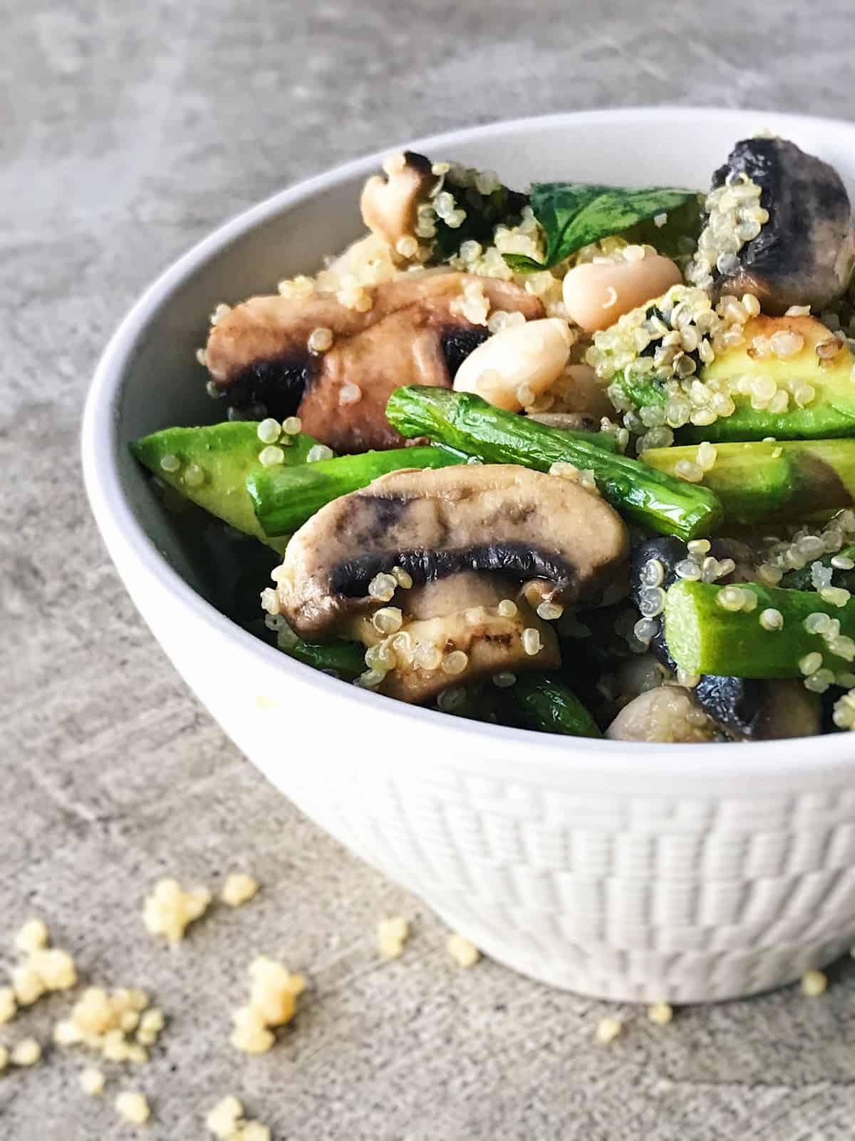 alubias con quinoa esparragos y champiñones