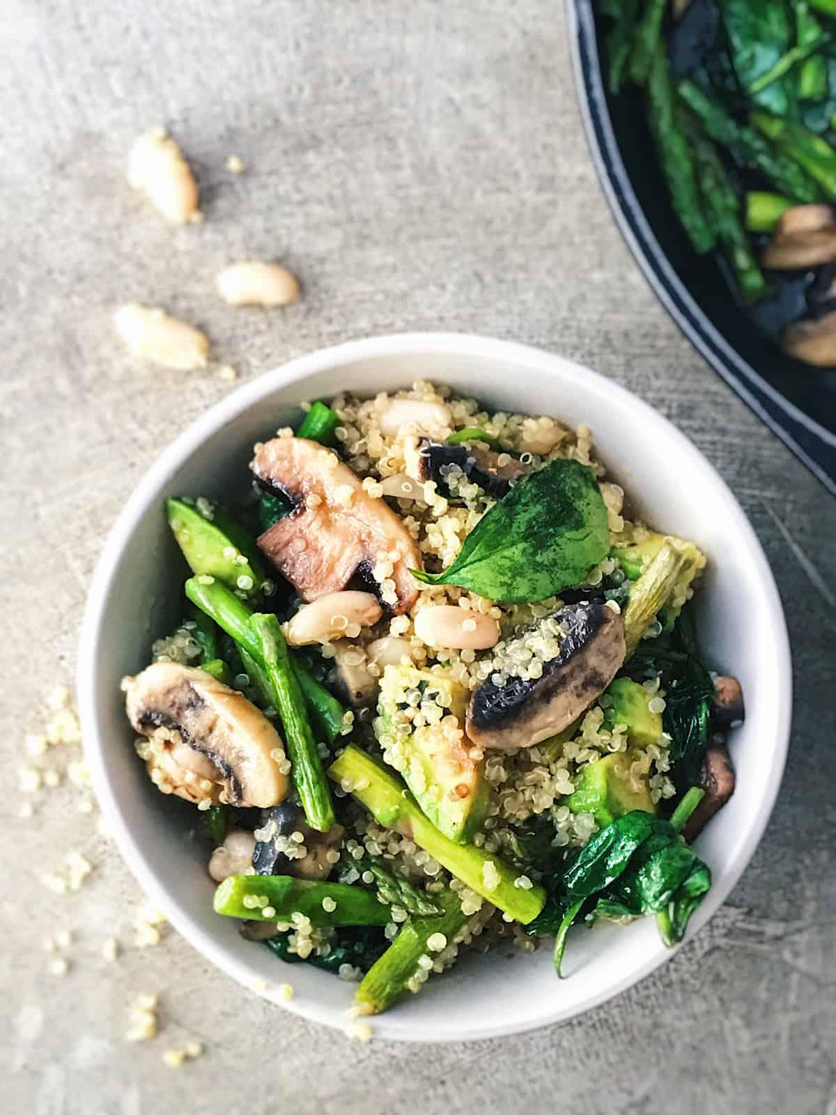 receta vegetariana con quinoa y alubias blancas