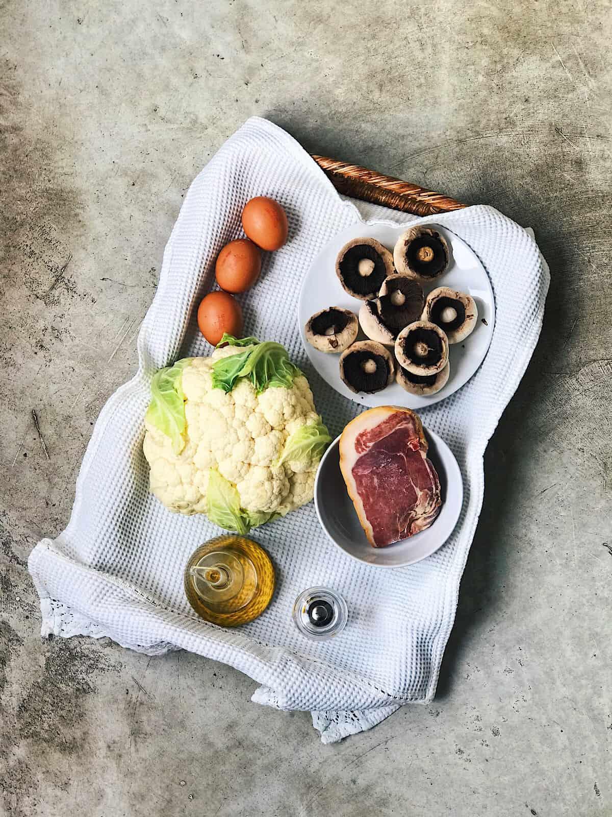 Ingredientes de arroz de coliflor con champinones