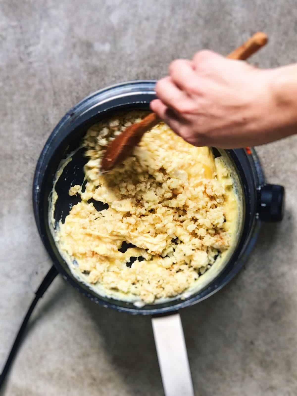 Revuelto sano de coliflor y huevo
