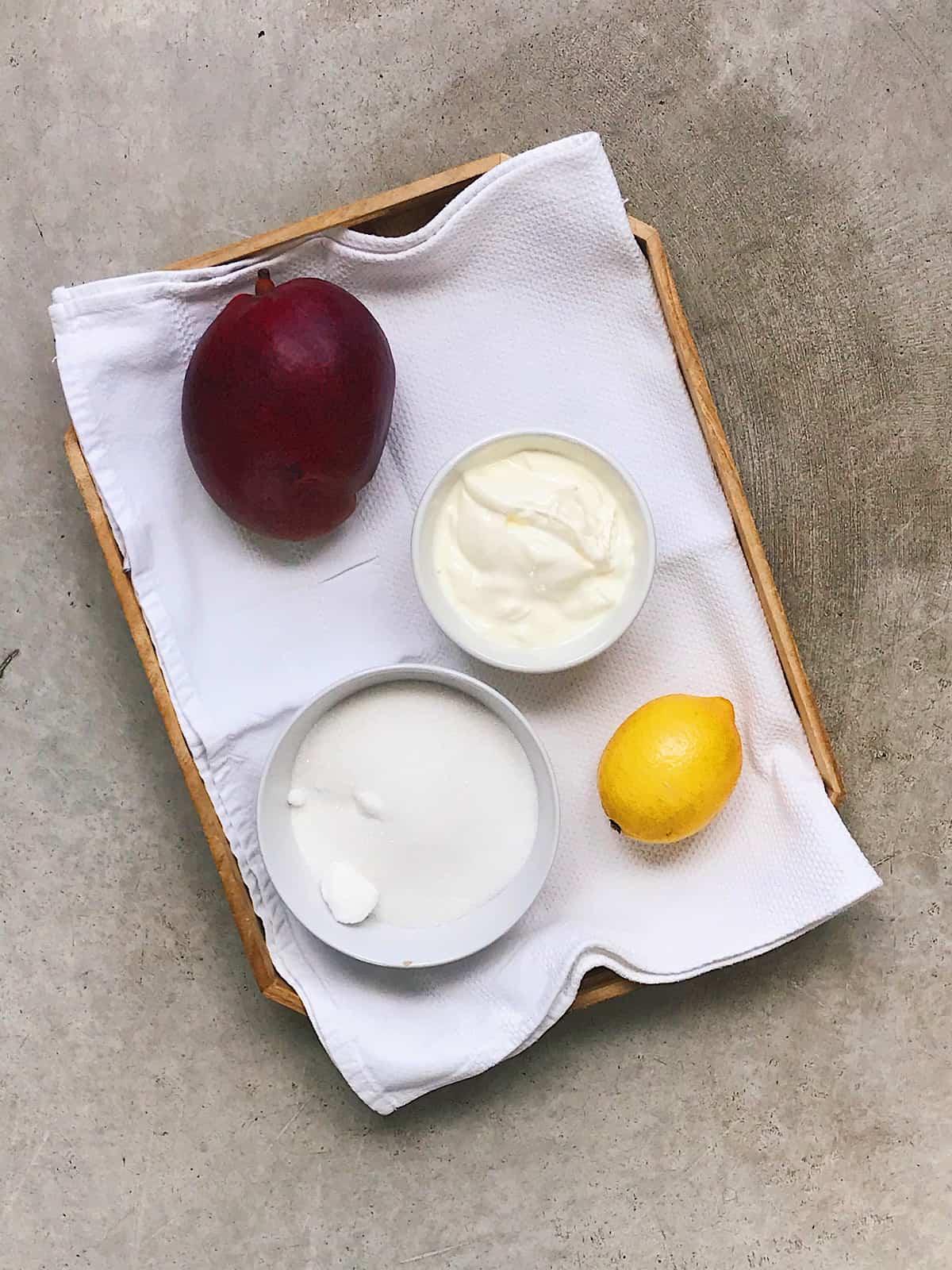 Ingredientes de mango con yogur