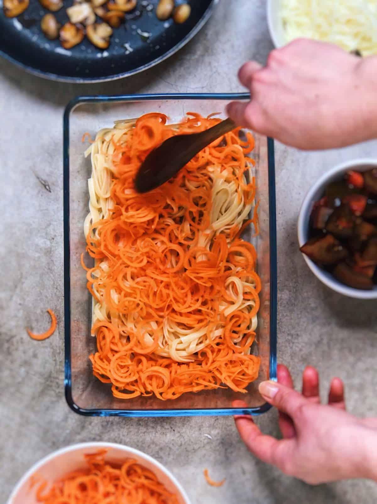 Espaguetis con tomate y queso
