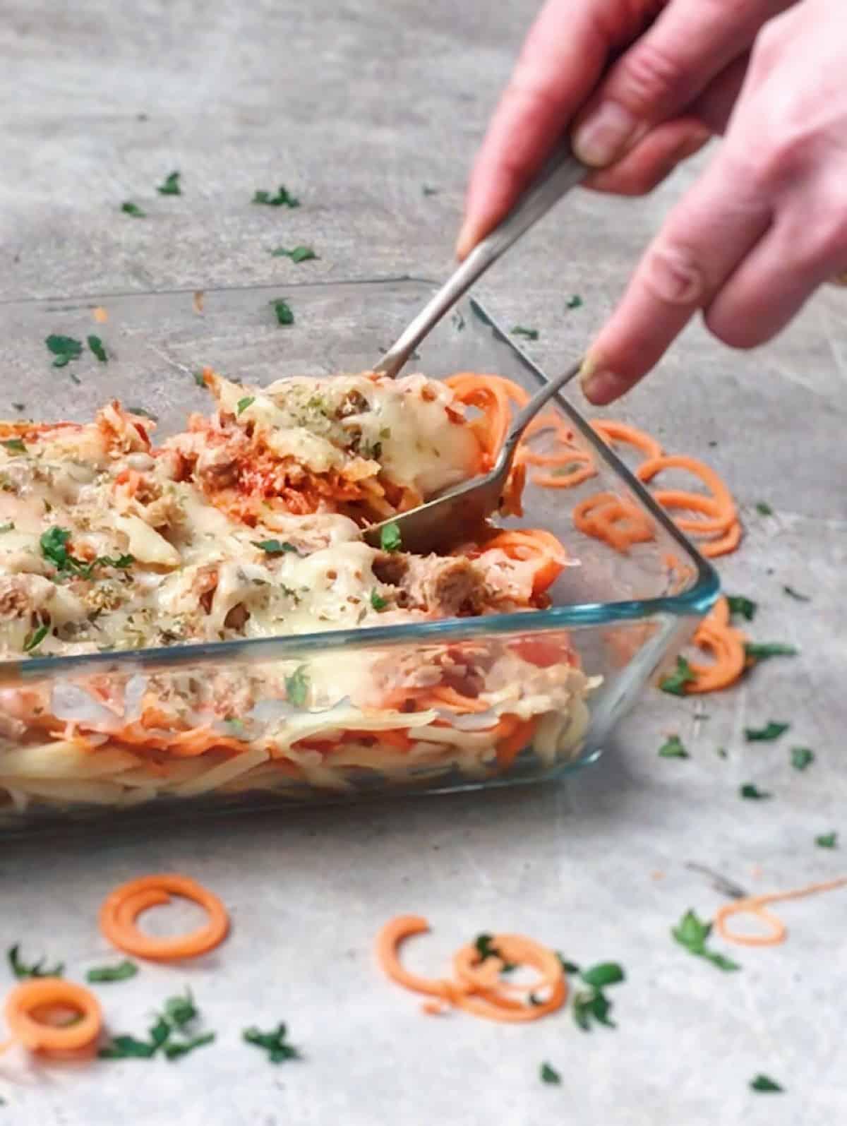 Espaguetis con tomate frito y queso fundido