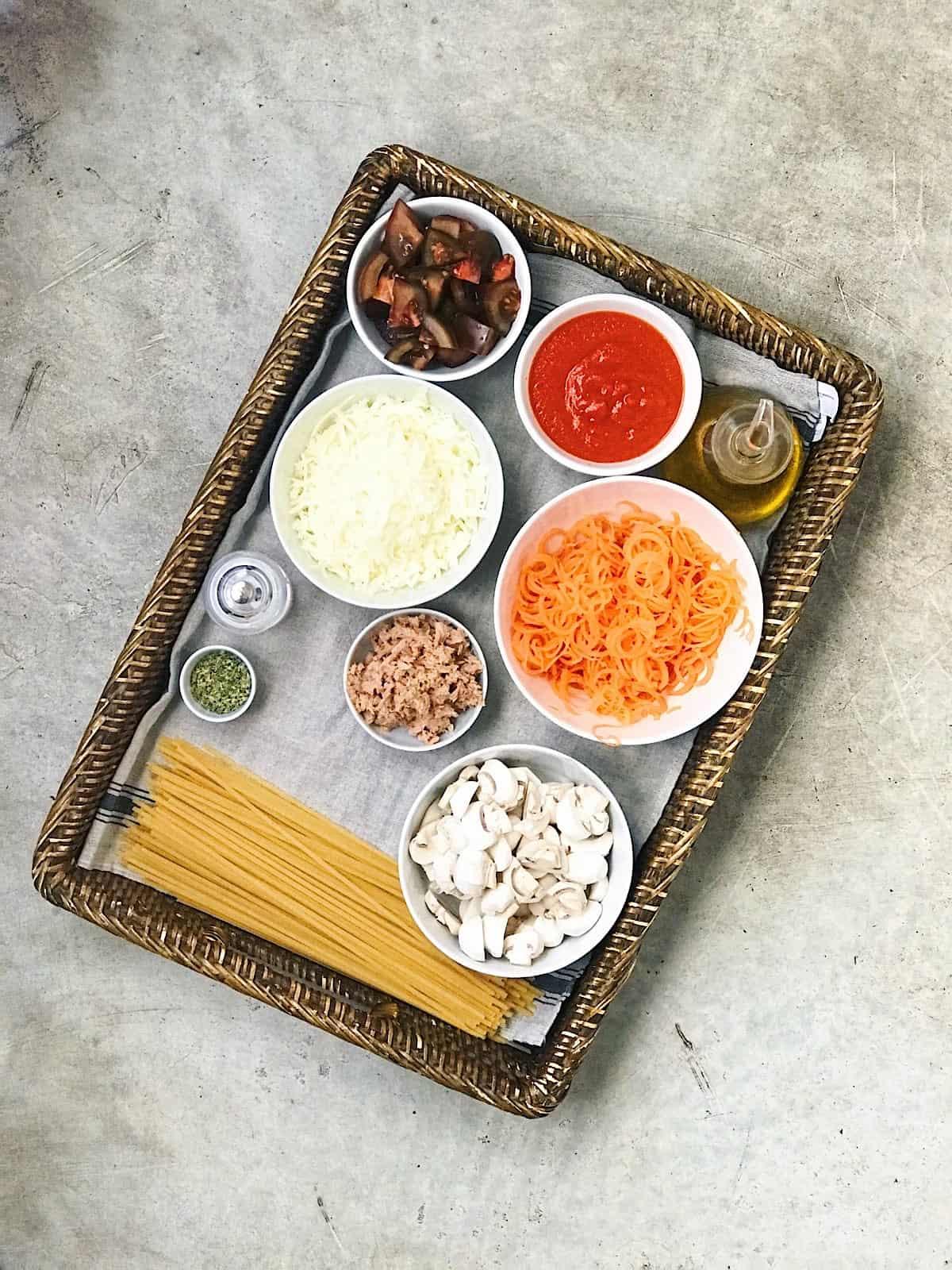 Ingredientes de espaguetis con atun al horno