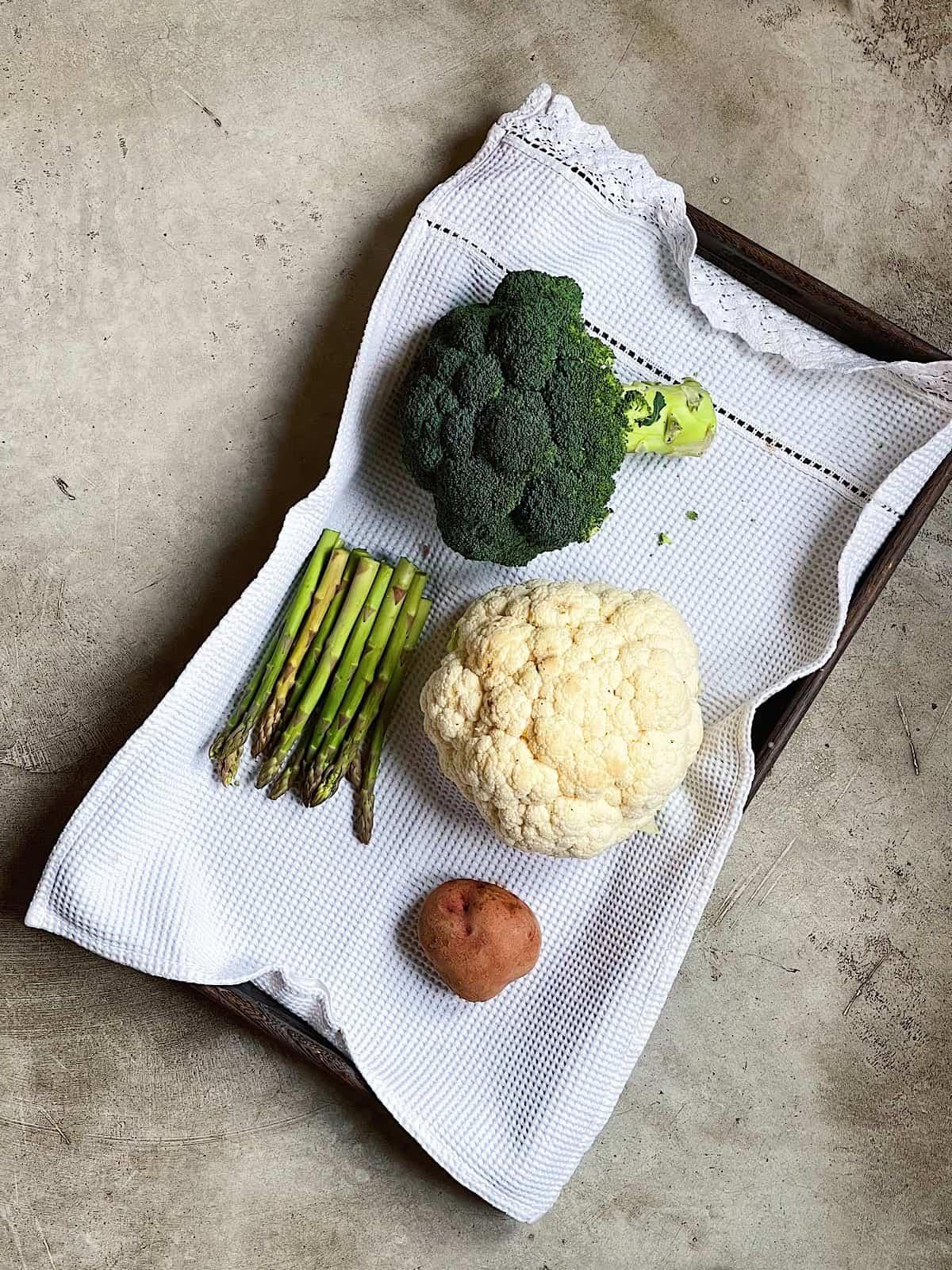 Ingredientes de verduras en olla rapida