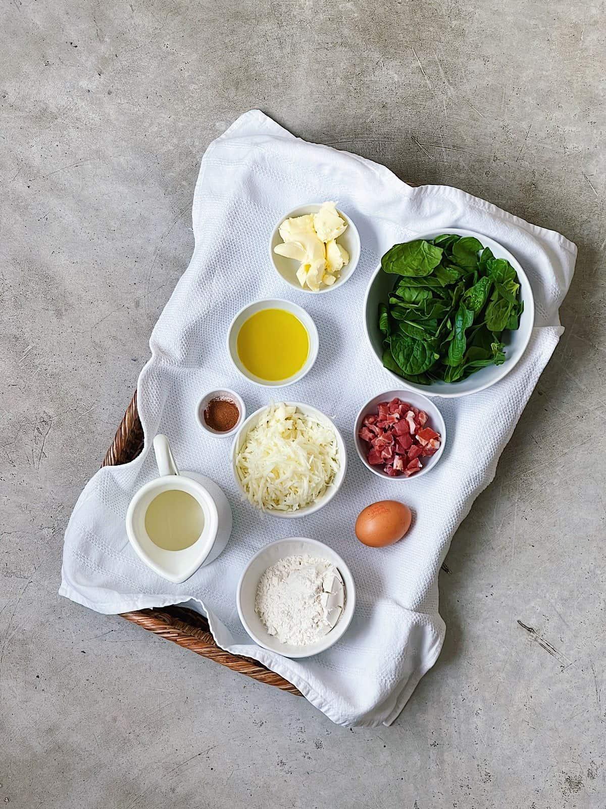 Ingredientes de espinacas con bechamel