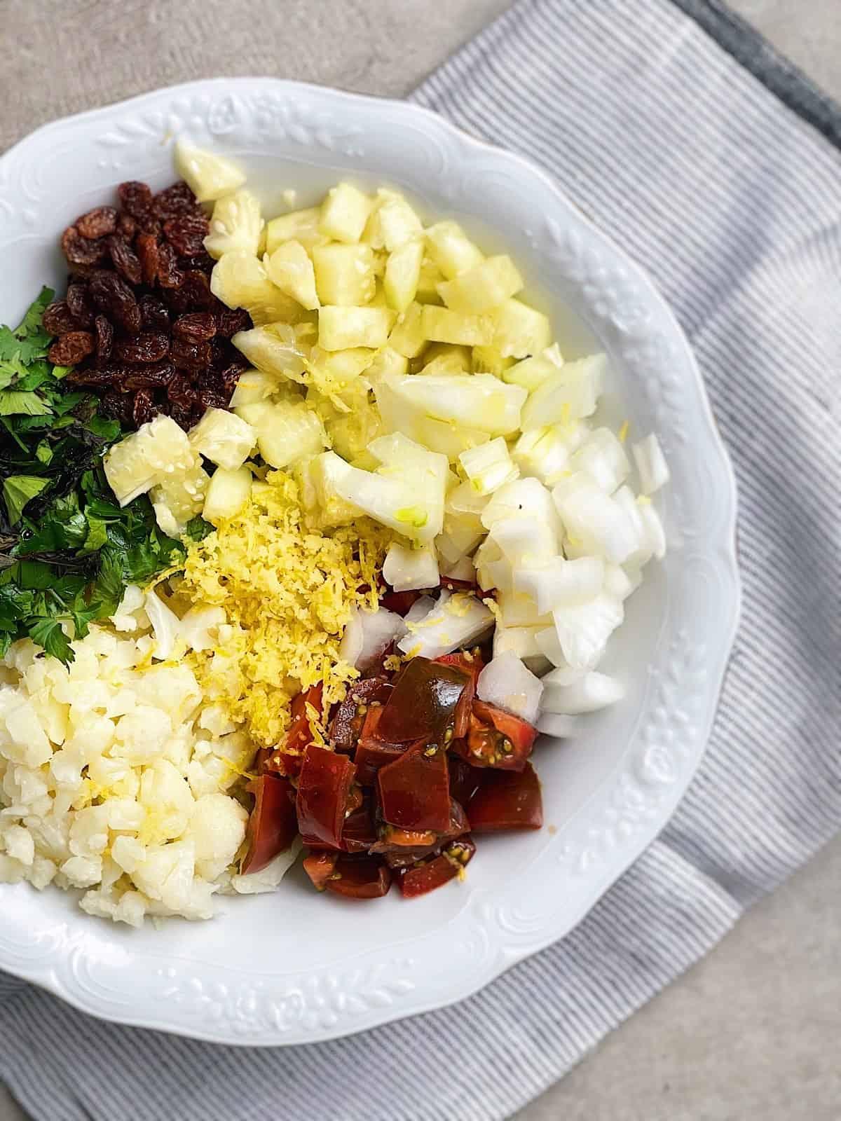 Tabule de coliflor y verduras